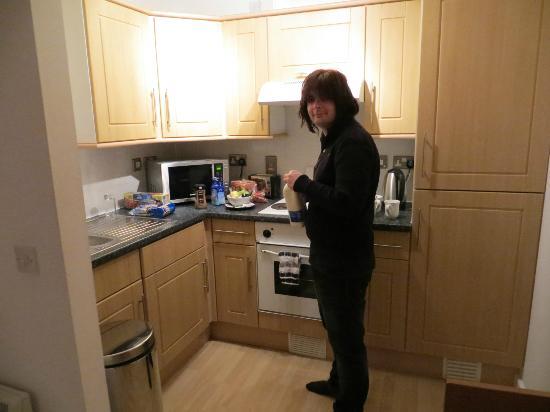 PREMIER SUITES Birmingham: kitchen