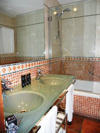 AC Palacio de Santa Paula, Autograph Collection: Our bathroom