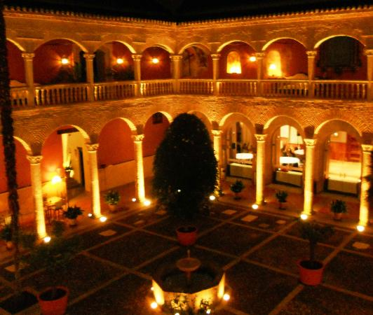 AC Palacio De Santa Paula, Autograph Collection: AC Hotel Santa Paula courtyard at night