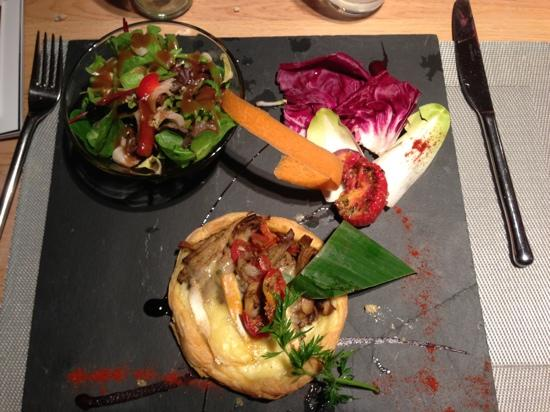 Cle de Sol: tartelette with oyster mushrooms