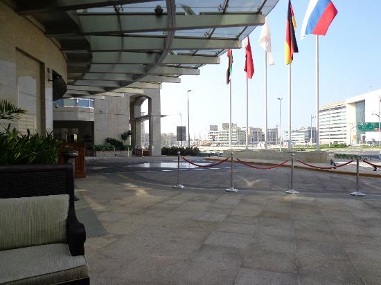Ramada Jumeirah: Den vackra entren.