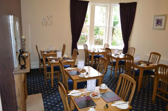 Kingsholm Hotel: Individual tables in our light Breakfast Room