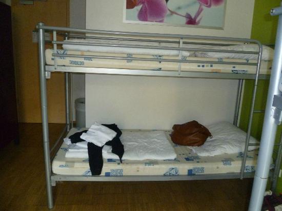 MEININGER Hotel Berlin Alexanderplatz: Colchones durísimos