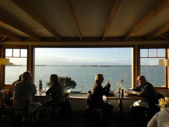 Harbour Light Bistro: View to the harbour