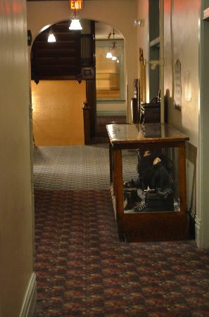 Silverado Franklin Historic Hotel & Gaming Complex: Hallway