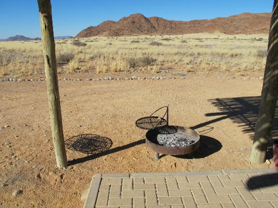 Sossus Oasis Camp Site : Detail of the individual braai (barbeque)