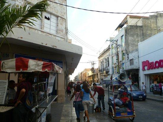 Caribe Hotel: una via vicino alla piazza principale
