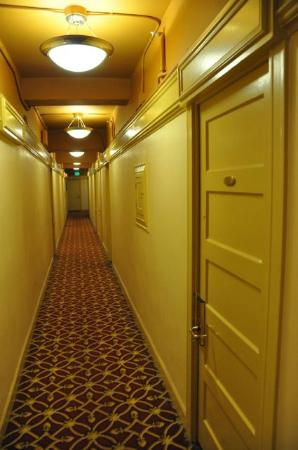 King George Hotel: The hallway, which shows the hotel is a bit on the old side, but everything seems functional.