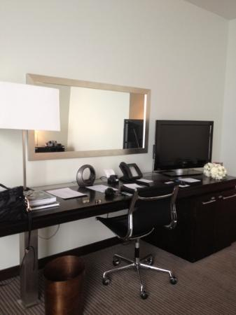 The Lowry Hotel: work desk