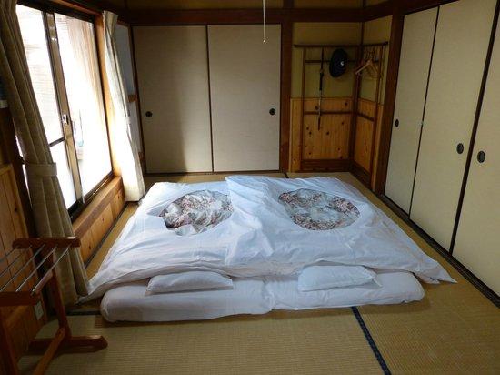 Ryokan Fujioto: Futon in the room