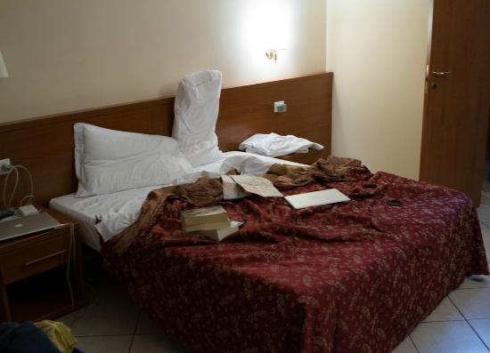 A Casa di Mei: bed and walls (sorry a bit messy - lol)