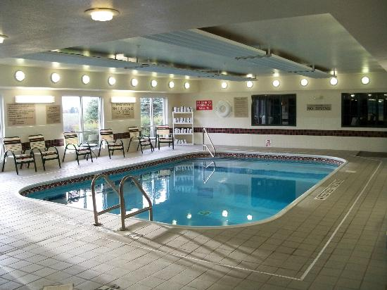 ‪‪Country Inn & Suites By Carlson, Big Flats (Elmira)‬: Pool and Hot Tub Area