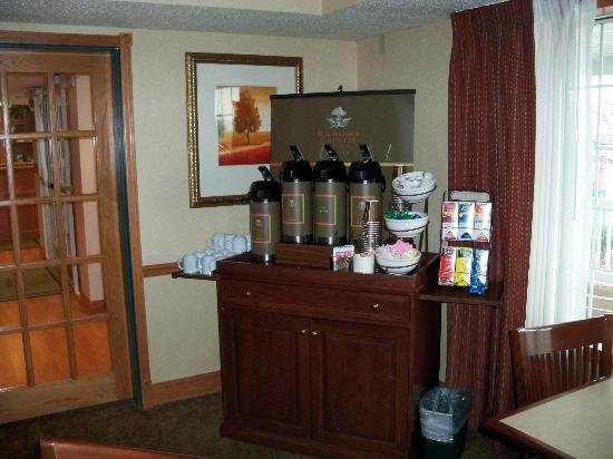 ‪‪Country Inn & Suites By Carlson, Big Flats (Elmira)‬: Coffee Bar