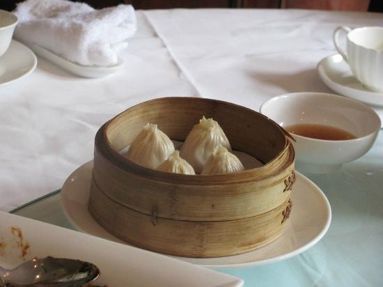 Shanghái, China: Dumplings - one of many dishes for lunch after market tour