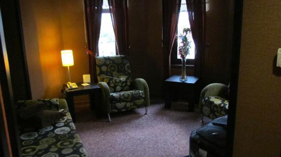 Rumi Hotel: Salon agréable de la suite