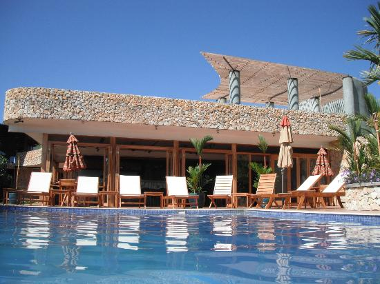 Rancho de Caldera Eco-Resort & Hotel: view of restaurant from inside pool