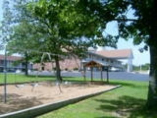 Twelve Oaks Inn: Private Playground
