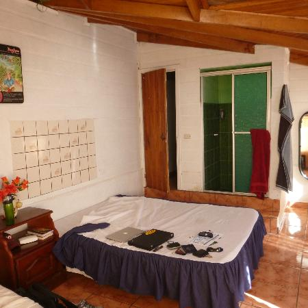 Hostel Sinai: Room with private bath, two full-sized beds, TV