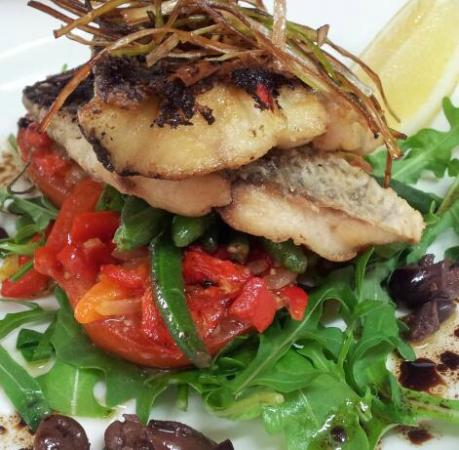 Cafe Y: Extensive Fresh Seafood Selection