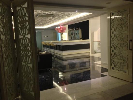 Puding Marina Residence: bar area