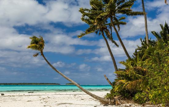 Aitutaki Adventures: On one of the islands