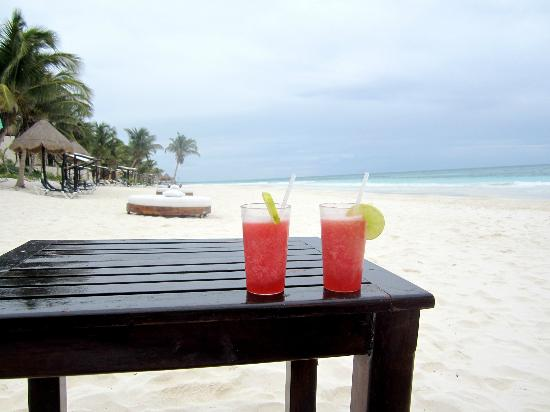 Las Ranitas Eco-boutique Hotel: Beachside margaritas!