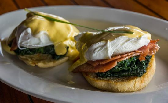 The Islander Hotel: Lovely eggs benedict at breakfast