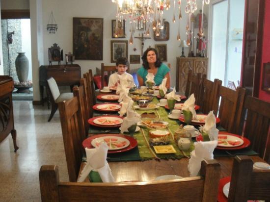 Casa de Las Bugambilias B&B: breakfast