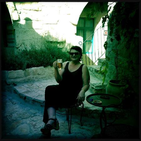 Hezen Cave Hotel: şerefe! (cheers!)