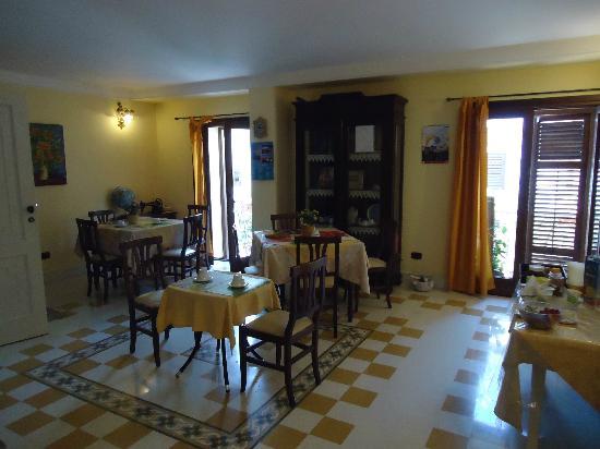 Casa Manzella: Breakfast Room