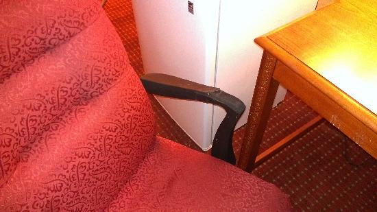 Parkway Inn: torn arm chair in the Room