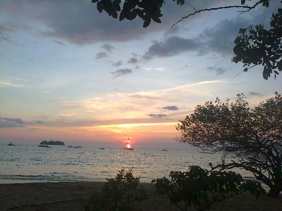 Beach's Massage: SunSet massage on the Beach in Playa Hermosa, Gte.