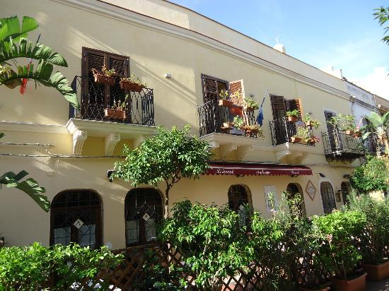 Casa Manzella: Our room above the Arabesque Restaurant