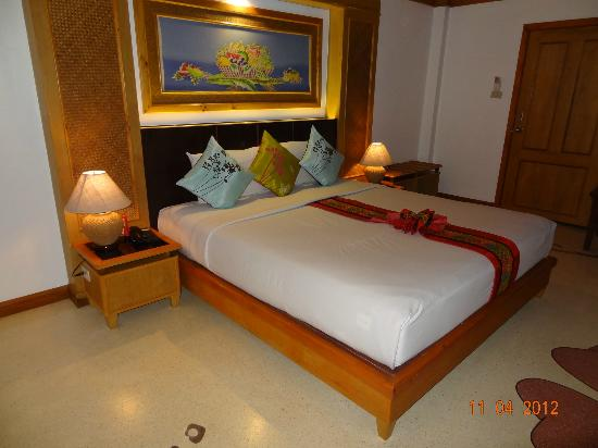 Somkiet Buri Resort: Our bed
