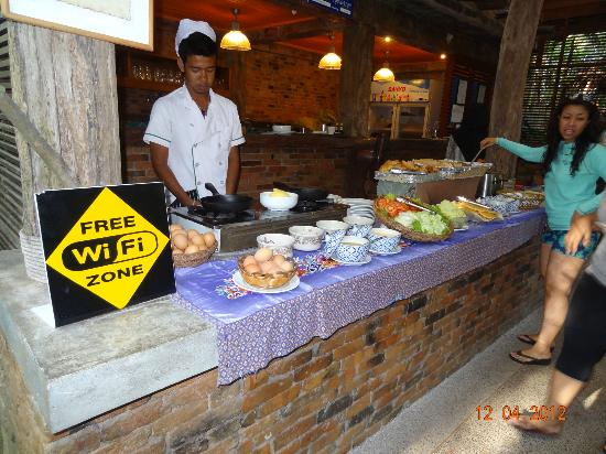 Somkiet Buri Resort: Buffet area