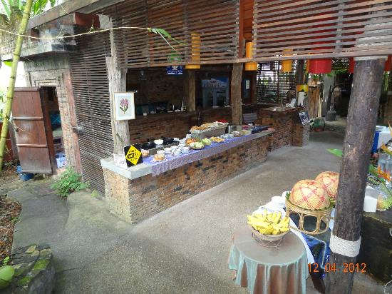 Somkiet Buri Resort: The buffet area