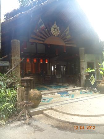 Somkiet Buri Resort: The enterance