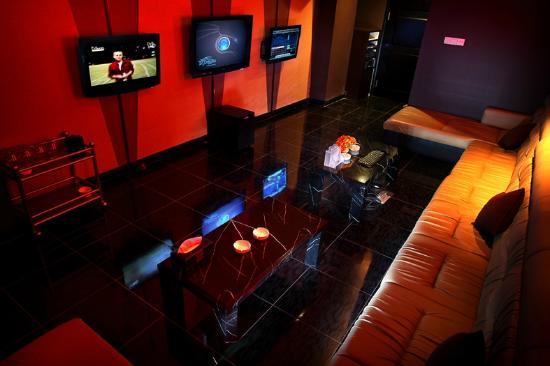 Gino Feruci Kebonjati Bandung: Karaoke