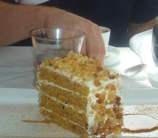 Moana Surfrider, A Westin Resort & Spa: We were pleased we'd decided to share the dessert!!!!!