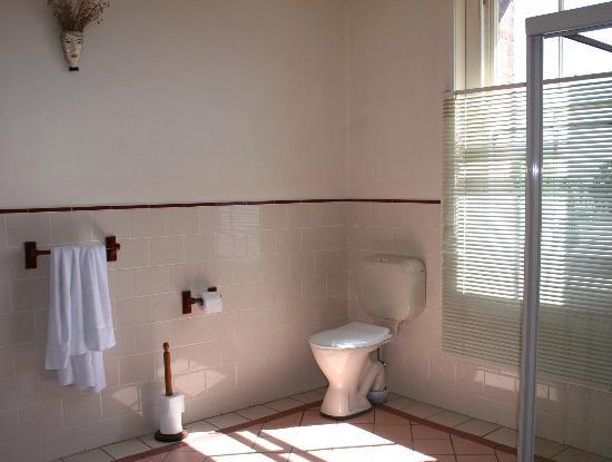 Accommodation in an Historic Warehouse : Bathroom