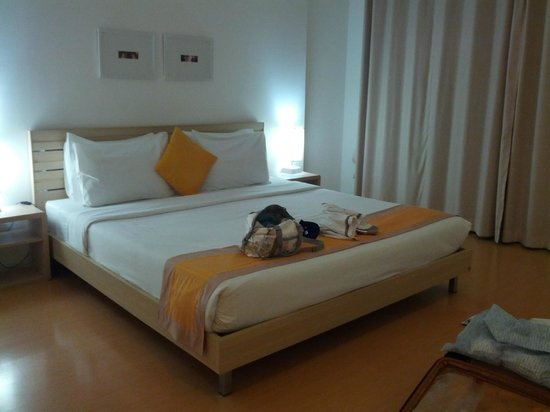 Studio 99 Serviced Apartments: Master bedroom (2 bedroom)