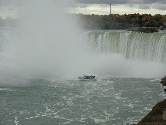 Radisson Hotel & Suites Fallsview: Maid of the Mist