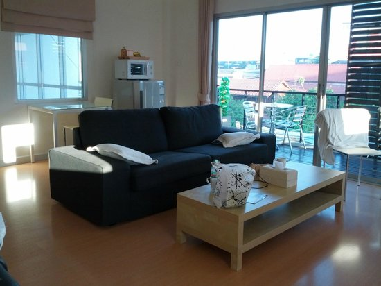 Studio 99 Serviced Apartments: Living room (2 bedroom)