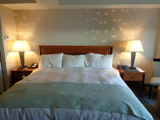 Radisson Hotel & Suites Fallsview: Very comfortable bed