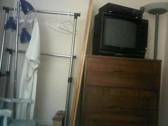 Downtown Bed and Breakfast & Spa: storage in bedroom, at end of bed,