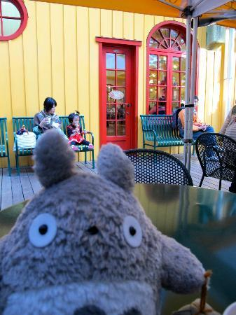 Musée Ghibli : Hungry? They have food!