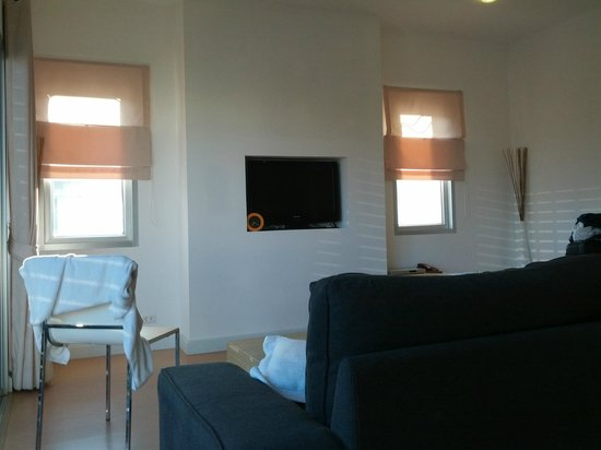 Studio 99 Serviced Apartments : Living room (2 bedroom)
