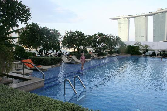 The Fullerton Bay Hotel Singapore: Rooftop pool with Marina Bay Sands in background