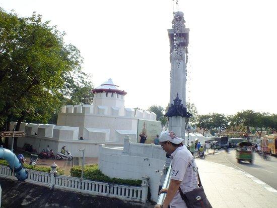 Wat Ratchanatdaram Woravihara (Loha Prasat): fortres phrakan