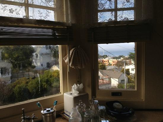 The Jabberwock Inn: A beautiful view of the bay from our window